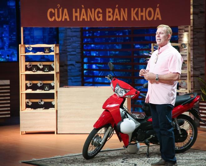 Ông Tây làm khóa chống trộm xe máy 275.000 đồng: Tôi yêu Việt Nam, tôi sẽ không sản xuất ở quốc gia nào khác Việt Nam - Ảnh 1.