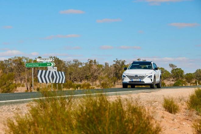 Mẫu ô tô Hyundai lập kỷ lục thế giới, chạy gần 900 km chỉ với 1 bình nhiên liệu nạp đầy - Ảnh 5.
