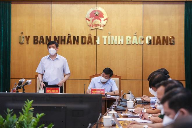 Bắc Giang ghi nhận 400 ca F0 chỉ trong 1 tuần, Bộ trưởng Bộ Y tế thúc giục đuổi theo dịch - Ảnh 4.
