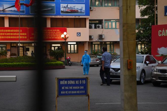 Toàn bộ nhân viên Bộ Giao thông vận tải phải ở lại cơ quan, tiến hành phun khử khuẩn trụ sở - Ảnh 3.