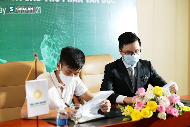 Phan Văn Đức ký hợp đồng bom tấn, nhận khoản tiền lót tay cao nhất lịch sử đội bóng - Ảnh 2.