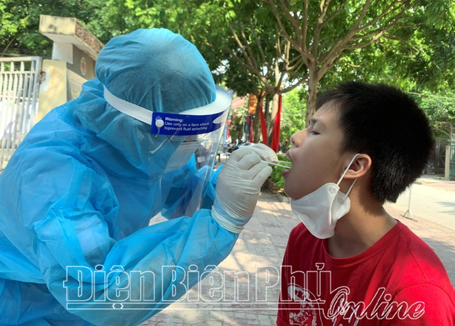 3 nhân viên y tế ở bệnh viện dã chiến dương tính SARS-CoV-2 - Ảnh 1.