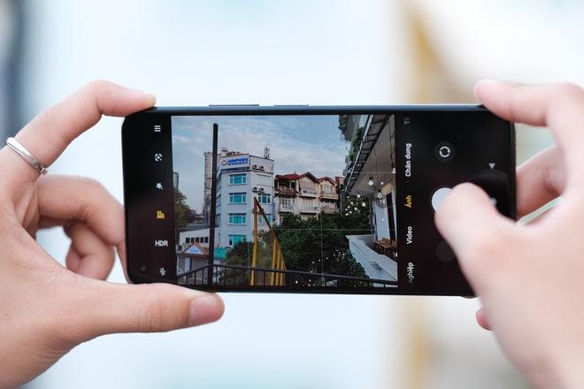 Trên tay Xiaomi Mi 11 Lite: Smartphone mỏng nhẹ và đáng mua nhất phân khúc dưới 7 triệu đồng - Ảnh 8.