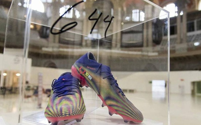 Nghĩa cử cao đẹp của Messi: Bán đấu giá 'giày phá kỷ lục Pele' 4 tỷ đồng để làm từ thiện