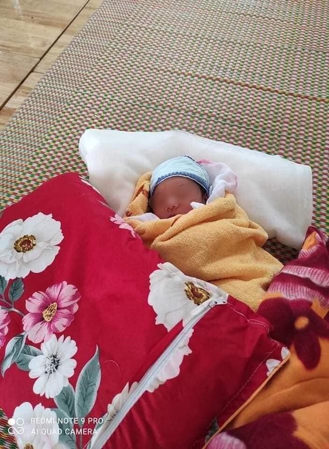 Mẹ nhiễm Covid-19, bố ung thư, bé gái sinh 3 ngày đã phải cách ly: Đợi mẹ về sẽ đặt tên cho con! - Ảnh 3.