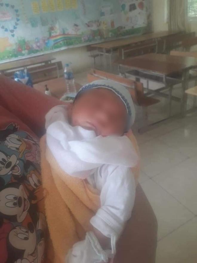 Mẹ nhiễm Covid-19, bố ung thư, bé gái sinh 3 ngày đã phải cách ly: Đợi mẹ về sẽ đặt tên cho con! - Ảnh 8.