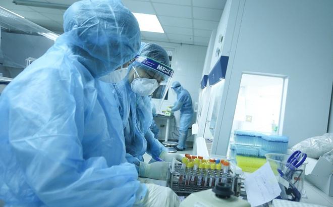 TP HCM: Con trai và đồng nghiệp của vợ chồng đến khám tại BV Hoàn Mỹ dương tính SARS-CoV-2