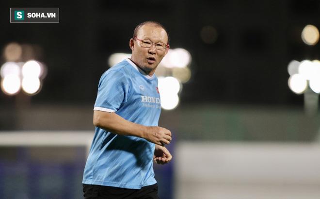 HLV Park Hang-seo báo tin bất ngờ về thủ môn Đặng Văn Lâm