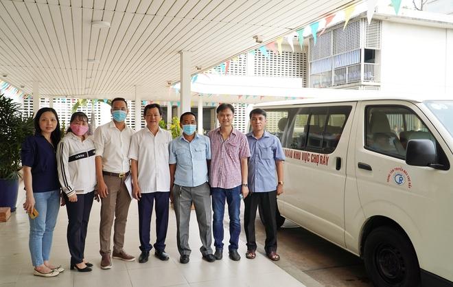 Bác sĩ Việt Nam lên đường sang Lào hỗ trợ phòng chống dịch Covid-19: Đây là niềm tự hào của ngành y tế - Ảnh 1.