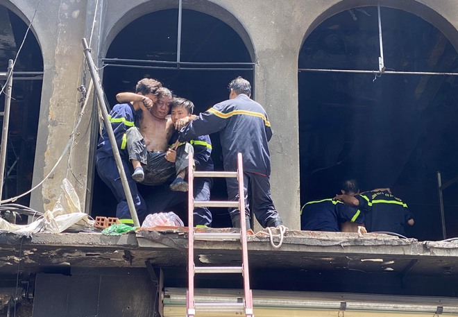 Tạm giữ nhiều người để điều tra vụ cháy dãy nhà ở trung tâm Sài Gòn - Ảnh 4.