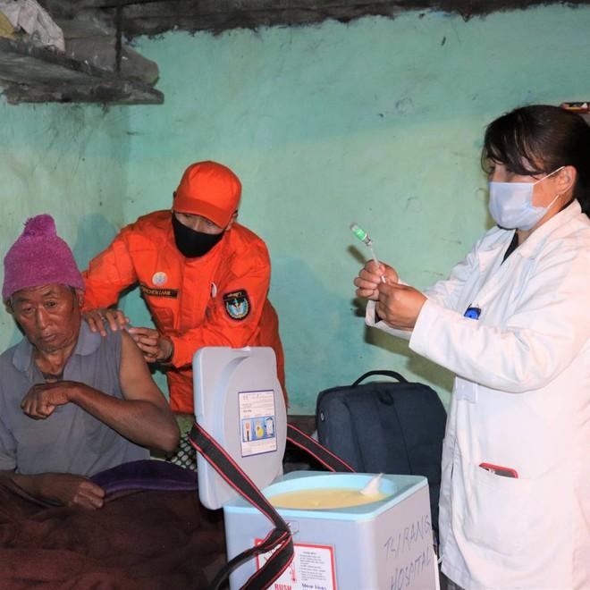 Khi Thủ tướng là Bác sĩ: Láng giềng Ấn Độ có thành tích chống dịch đáng nể, siêu thần tốc tiêm vắc xin cho 85% dân số chỉ trong 9 ngày - Ảnh 8.
