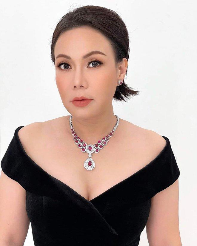 Việt Hương: Biệt thự to đẹp không ở, hột xoàn mua nhiều nhưng không đeo và quan điểm làm từ thiện - Ảnh 2.
