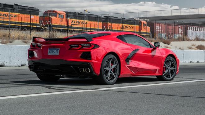 Siêu xe của Mỹ tăng tốc 0-100km trong 2,9 giây, đạt trên 300km/h: Động cơ như VinFast President - Ảnh 1.