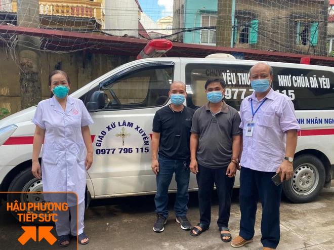 Trốn vợ con, 2 tài xế chạy xe cứu thương từ Nghệ An ra chi viện cho tâm dịch Bắc Giang - Ảnh 1.