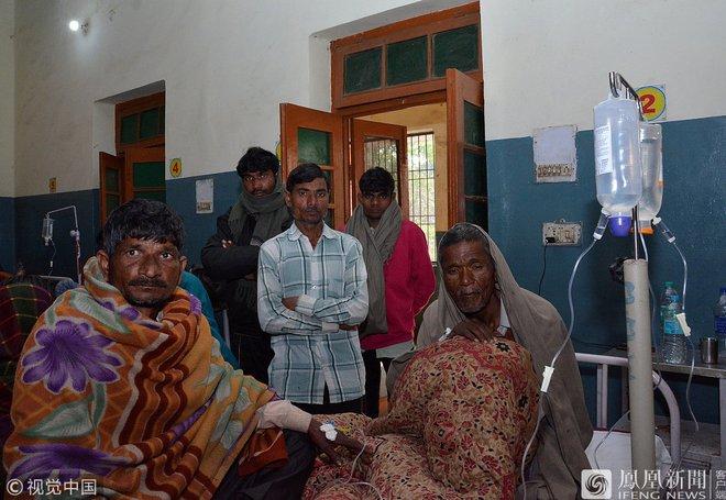 Ấn Độ: Số ca nhiễm Covid-19 và tử vong vẫn rất cao, lại thêm 35 người chết vì ngộ độc rượu - Ảnh 1.