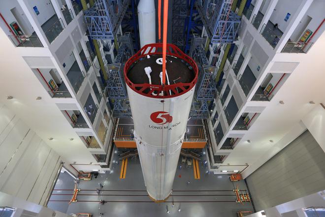 Tên lửa Trung Quốc mất kiểm soát sắp lao xuống Trái Đất, Mỹ theo dõi sát diễn biến - Ảnh 3.