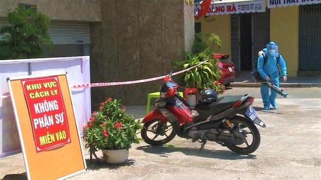 NÓNG: Nữ nhân viên massage ở Đà Nẵng mắc Covid-19 - Ảnh 1.