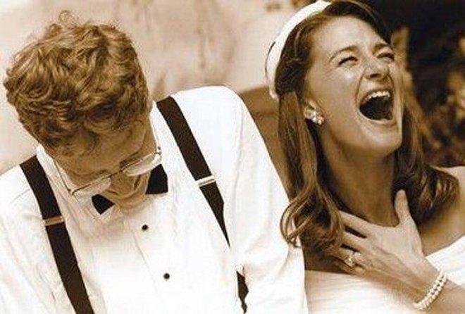 Từng nổi tiếng yêu vợ, không ngại rửa bát làm việc nhà, Bill Gates khiến nhiều người bất ngờ khi tuyên bố ly hôn sau 27 năm chung sống - Ảnh 1.