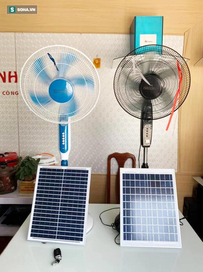 300.000 đồng chiếc quạt năng lượng mặt trời, hàng thần thánh tiết kiệm điện ngày hè? - Ảnh 1.