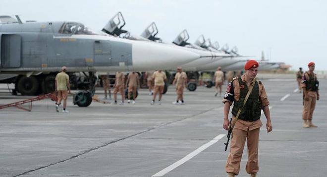 Rộ tin xảy ra 2 vụ nổ rúng động gần căn cứ hải quân Nga ở Syria - Động thái lạ ở Hmeymim, 10 chiến đấu cơ đồng loạt xuất kích - Ảnh 1.