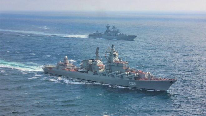 2 chiến hạm Nga xé toạc nhóm tàu sân bay Anh - Động thái lạ ở Hmeymim, 10 chiến đấu cơ đồng loạt xuất kích - Ảnh 1.