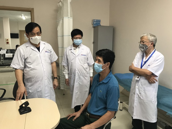 PGS.TS Lương Ngọc Khuê: Phải coi tất cả người đến khám là F0 để sàng lọc kỹ, bảo vệ bệnh viện an toàn - Ảnh 2.
