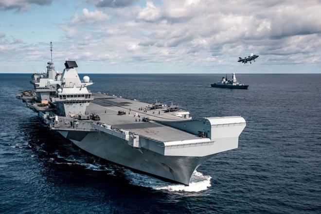 2 chiến hạm Nga xé toạc nhóm tàu sân bay Anh - Hé lộ thế lực bảo vệ tàu chở vũ khí Iran khiến Israel ngậm quả đắng - Ảnh 1.