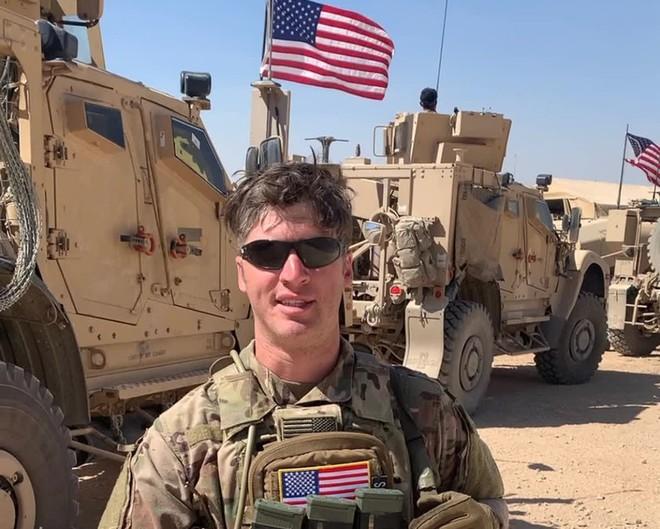 Từng là người hùng trong trận đấu súng đẫm máu ở Syria, sĩ quan Mỹ bất ngờ thành tội đồ? - Ảnh 1.