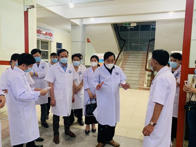 PGS.TS Lương Ngọc Khuê: Phải coi tất cả người đến khám là F0 để sàng lọc kỹ, bảo vệ bệnh viện an toàn - Ảnh 6.