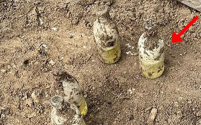 Đào được đống chai sữa trong vườn, người bố 3 con thất kinh khi biết ''danh tính'' của chúng, cảnh tượng sau đó càng khiến ông biết ơn vì được Tử thần bỏ quên