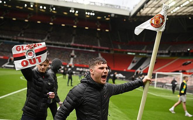 Sau vòng 34 Premier League: Dang dở vì fan cuồng