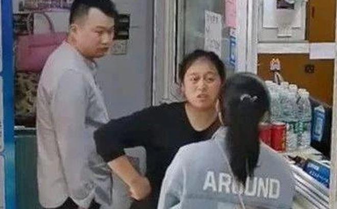 Thấy người phụ nữ trẻ vội vã vào khách sạn thuê phòng, bà chủ từ chối tiếp đón rồi báo cảnh sát, không ngờ cứu được vị khách khỏi 1 tai họa
