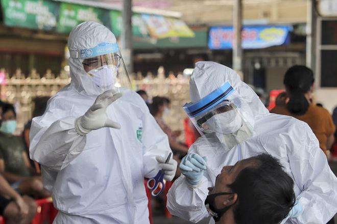 Từ trường hợp nam thanh niên ở Hà Nội mắc Covid-19: Chuyên gia chỉ ra khả năng lây nhiễm trên máy bay - Ảnh 1.