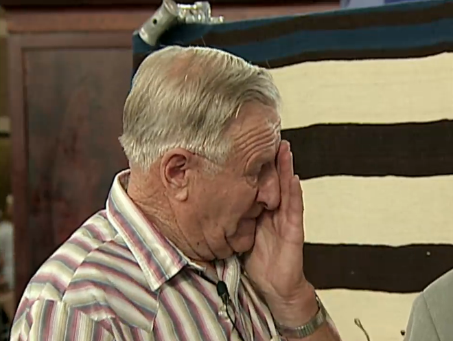 Mang tấm chăn cũ đến chương trình kiểm định, cụ ông bật khóc khi nghe kết luận của chuyên gia - Ảnh 4.