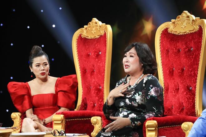 NSND Hồng Vân bật khóc xin lỗi con trai nghệ sĩ Hoàng Sơn vì từng coi thường - Ảnh 4.