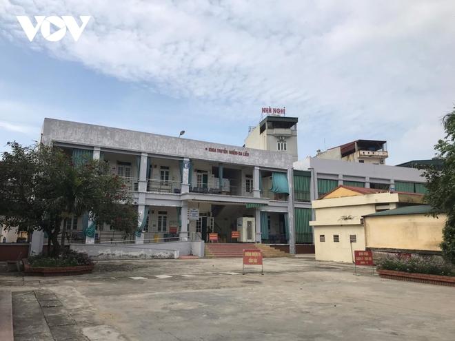 BN Covid-19 ở BV Bệnh Nhiệt đới TƯ lây cho con gái, cháu ngoại ở Hưng Yên; 13 tỉnh, thành cho học sinh nghỉ học - Ảnh 1.