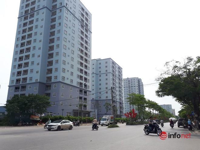 """Loạt chung cư tái định cư """"bỏ hoang"""" giữa Hà Nội nhiều năm, ai nhìn cũng xót xa - Ảnh 1."""