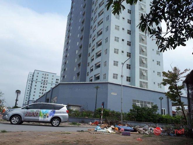 """Loạt chung cư tái định cư """"bỏ hoang"""" giữa Hà Nội nhiều năm, ai nhìn cũng xót xa - Ảnh 2."""