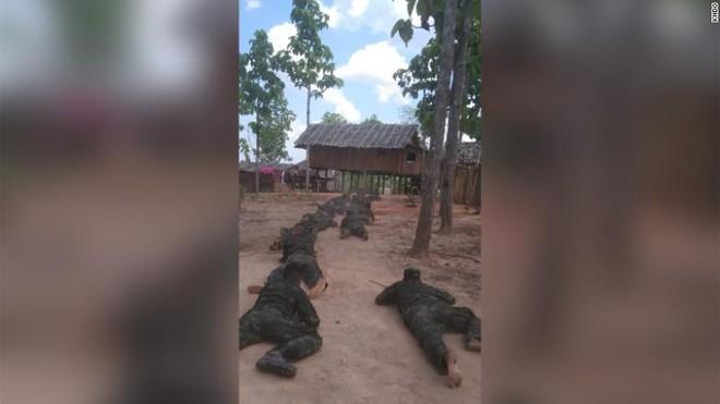 Sợ lựu đạn và súng cối của quân đội: Dân biểu tình Myanmar đổ xô học bắn súng, có thể học cả chế tạo bom - Ảnh 1.