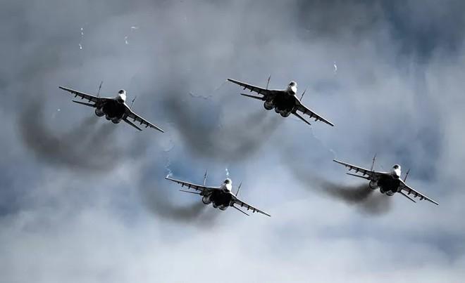 Những điều ít biết về phi đội nhào lộn huyền thoại chuyên bay MiG-29 của không quân Nga - ảnh 3