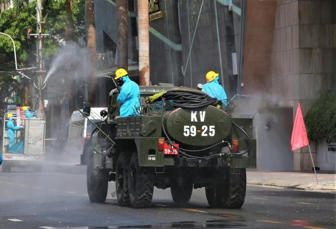 Trưởng khoa của Bệnh viện Quân Y 105 dương tính với SARS-CoV-2; Có 5 người mắc Covid-19, Thái Bình giãn cách xã hội toàn tỉnh - Ảnh 5.