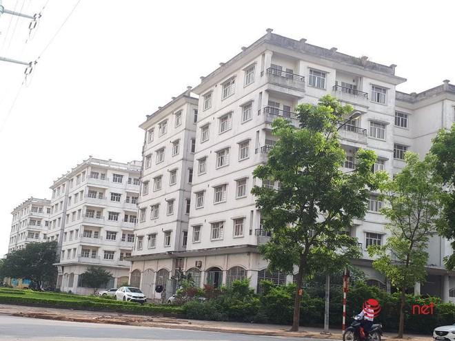 """Loạt chung cư tái định cư """"bỏ hoang"""" giữa Hà Nội nhiều năm, ai nhìn cũng xót xa - Ảnh 9."""