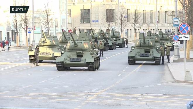 Donbass cảnh báo chiến tranh hạt nhân có thể nổ ra sau cuộc gặp Putin-Biden - Iran tấn công Israel trên cùng lúc 10 mặt trận - Ảnh 4.