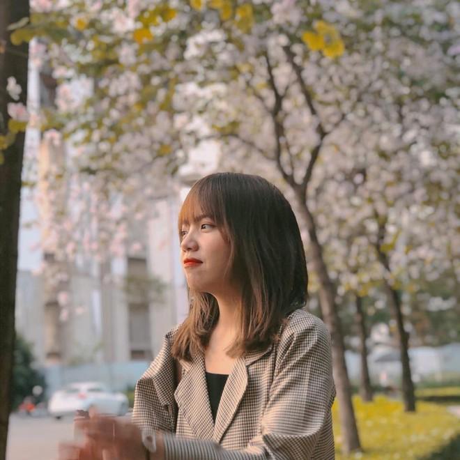 Dung nhan xinh đẹp của cô gái đọc khuyến cáo từ Bộ Y tế về dịch bệnh trên điện thoại - Ảnh 5.