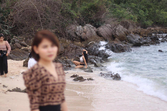 Nhờ bạn trai chụp ảnh, cô gái tím mặt khi xem loạt sản phẩm: Hóa ra nhân vật chính không phải là mình - Ảnh 1.