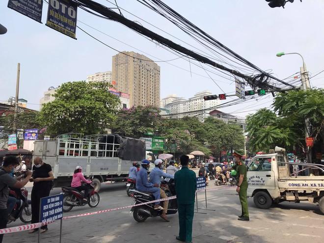 Bệnh viện K Trung ương tạm thời phong tỏa cả 3 cơ sở, Thứ trưởng Bộ Y tế nói  có 10 ca dương tính SARS-CoV-2 - Ảnh 1.