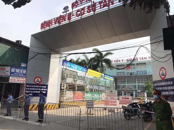 Bệnh viện K Trung ương tạm thời phong tỏa cả 3 cơ sở, Thứ trưởng Bộ Y tế nói  có 10 ca dương tính SARS-CoV-2 - Ảnh 2.