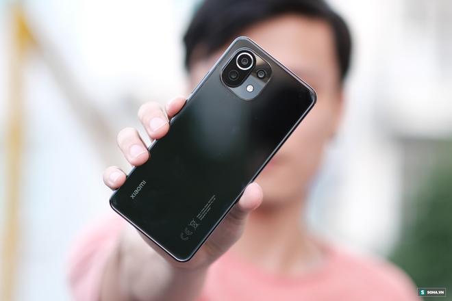 Trên tay Xiaomi Mi 11 Lite: Smartphone mỏng nhẹ và đáng mua nhất phân khúc dưới 7 triệu đồng - Ảnh 17.