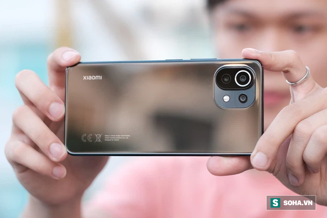 Trên tay Xiaomi Mi 11 Lite: Smartphone mỏng nhẹ và đáng mua nhất phân khúc dưới 7 triệu đồng - Ảnh 4.