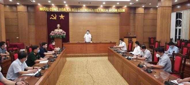 NÓNG: Vĩnh Phúc họp xuyên đêm, quyết định cách ly xã hội toàn TP Vĩnh Yên từ 0h ngày 7/5 - Ảnh 1.